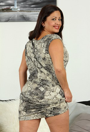Mature BBW Skirt and Chubby Porn Pics