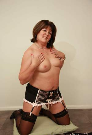 BBW Mature Knees Pics