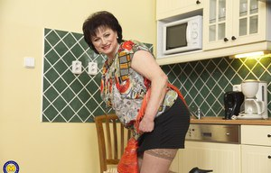 BBW Mature Kitchen Pics