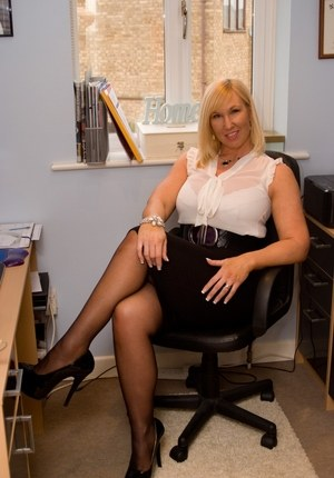 BBW Mature Office Pics